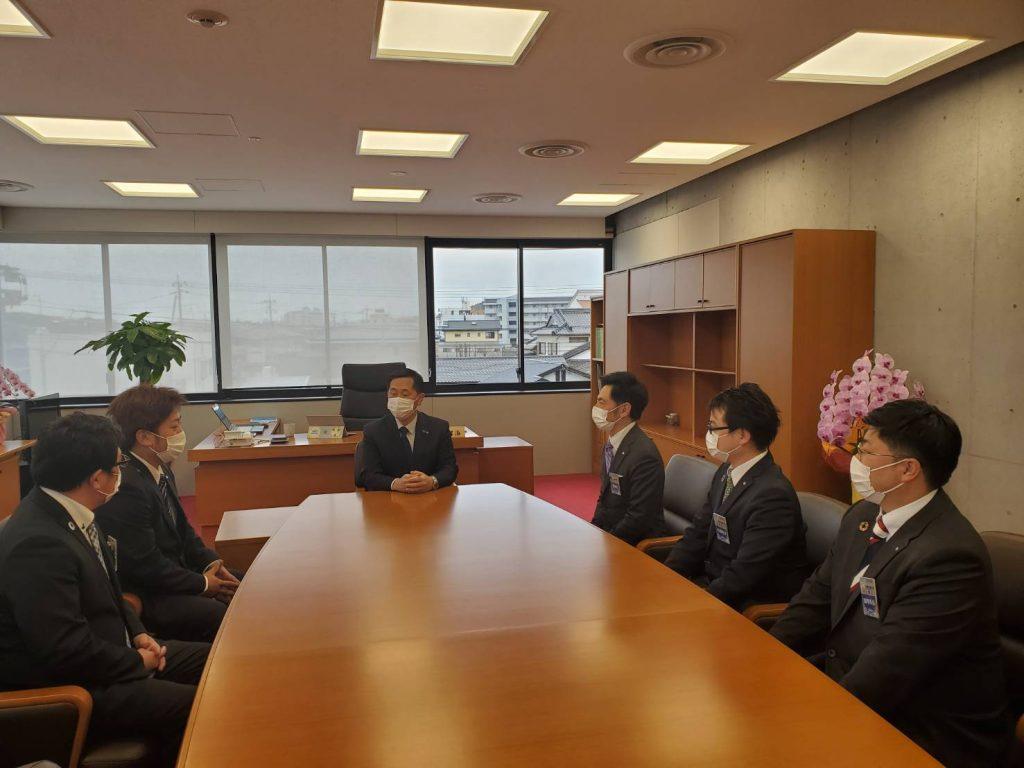 選挙 天草 市長 [熊本]天草市長選、馬場氏が新人の一騎討ちを制して初当選(政治山)